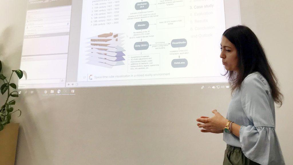 Maria Turchenko presenting her thesis at TU Munich.